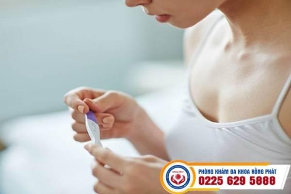 Que thử thai 1 vạch đậm 1 vạch mờ liệu có mang thai không?